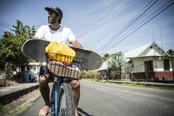 Iván Arcia_bici and waffle sole Bocas_Olman Torres